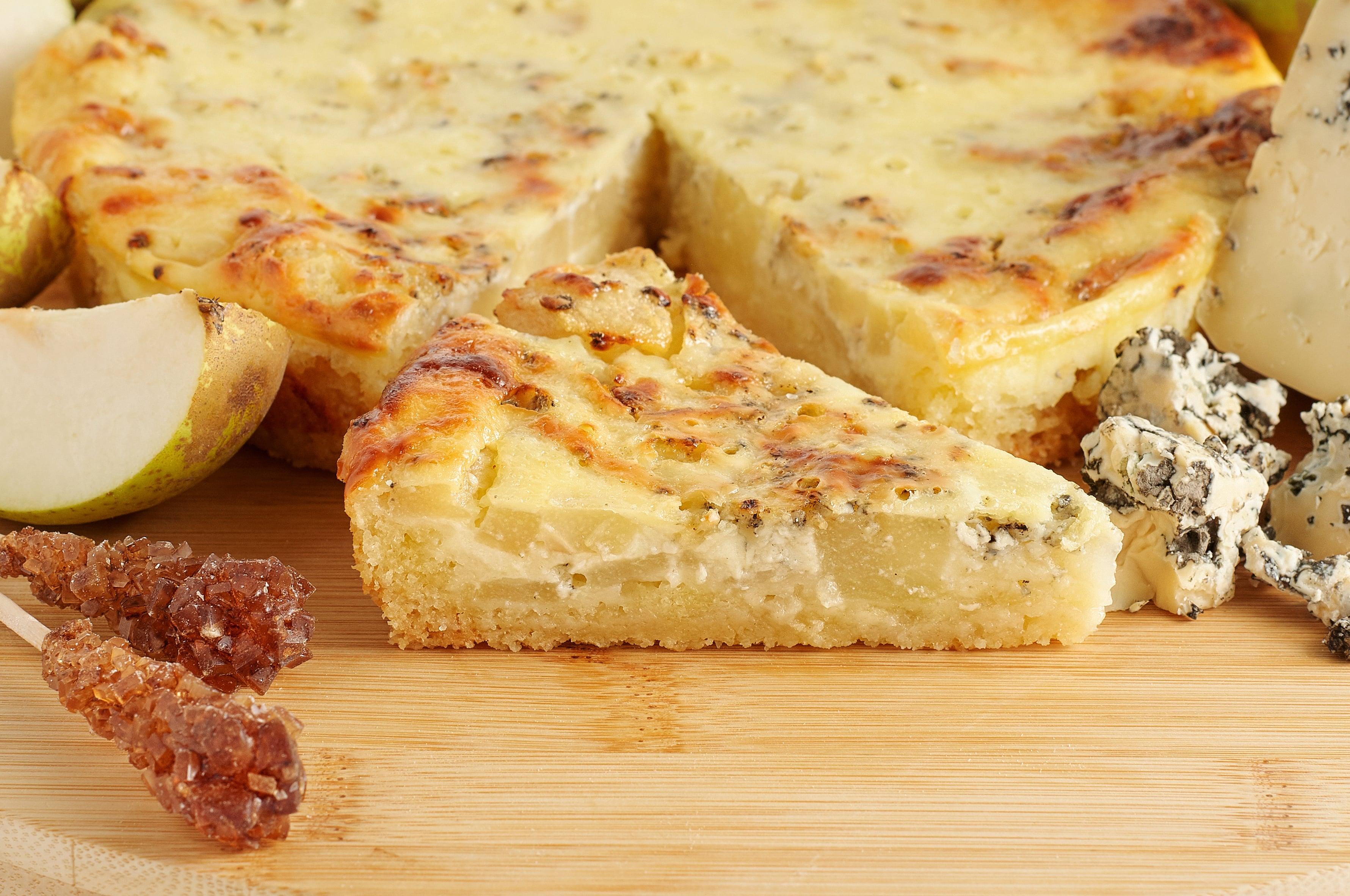 Песочный пирог с грушей и сыром горгонзола