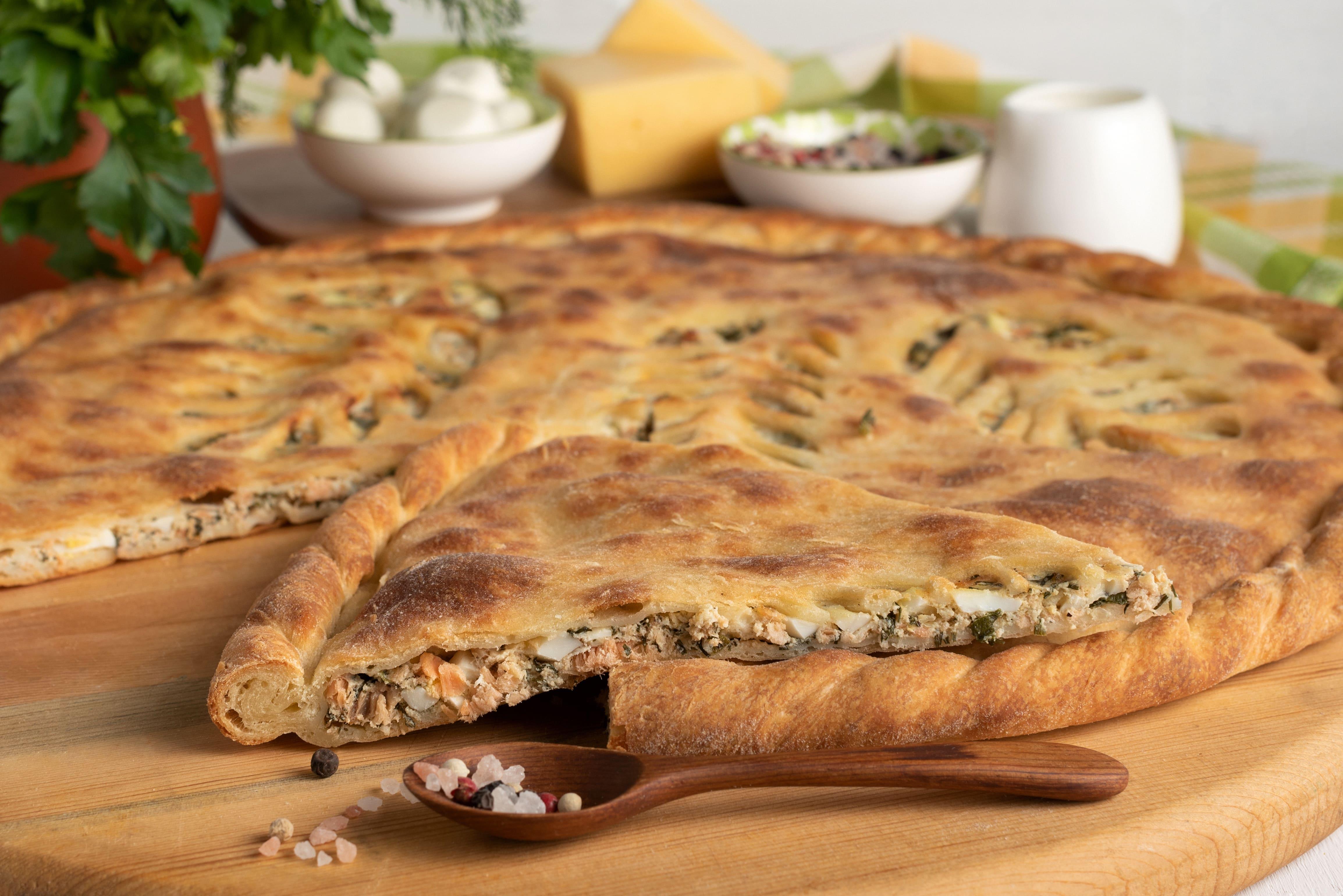 Пирог с кетой и шпинатом