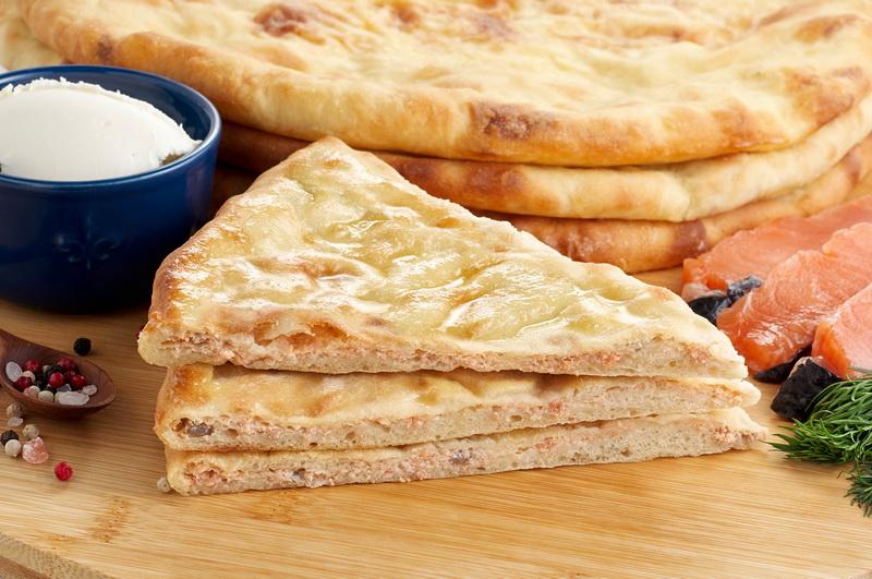 Пирог с сыром и семгой