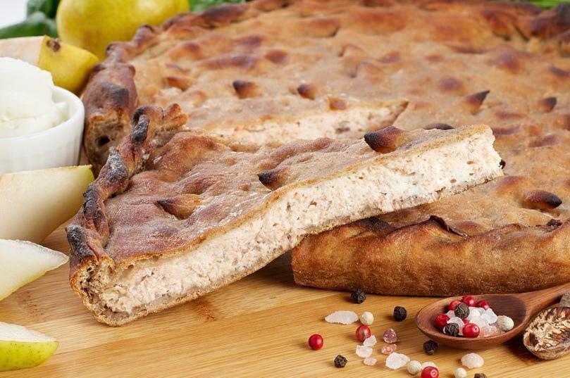 Фирменный пирог с индейкой, рикоттой и грушей