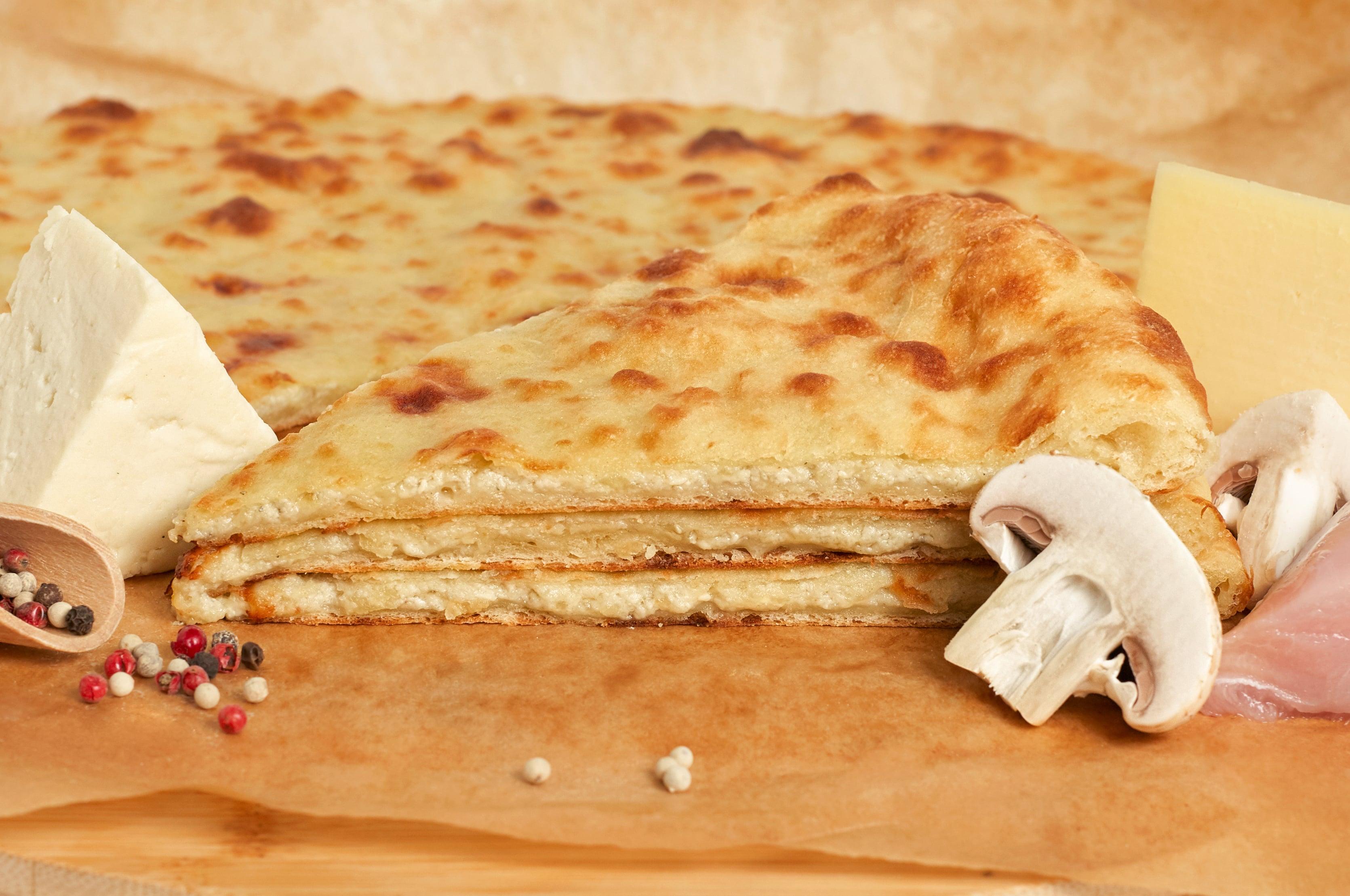 Пирог с курицей,сыром и грибами.