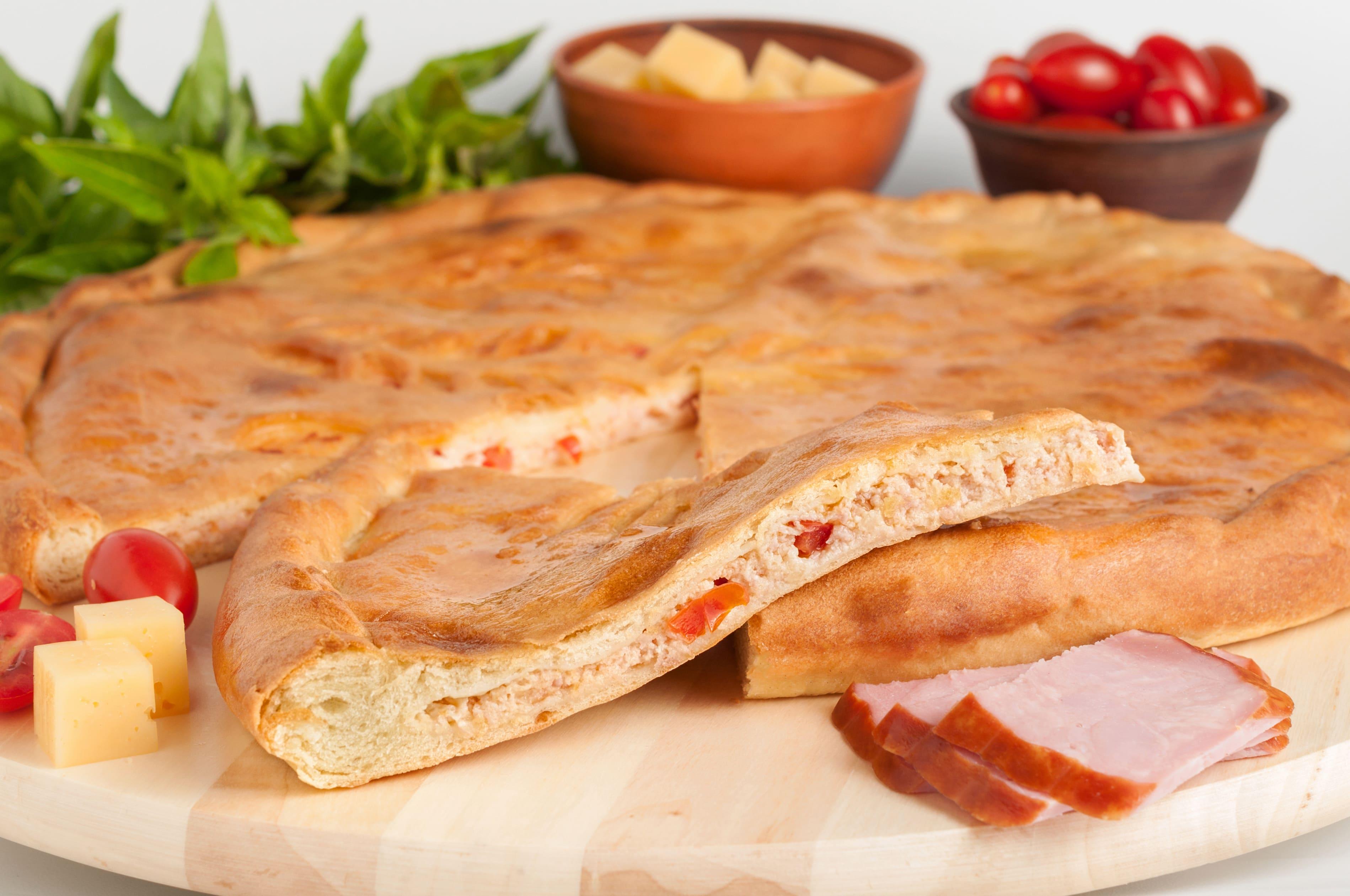 Пирог с ветчиной,сыром,томатами